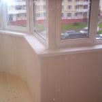 Остекление балкона пластиковыми окнами PROPLEX. Комплексная отделка балкона.
