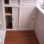 Остекление балкона раздвижным алюминием. Комплексная отделка балкона.